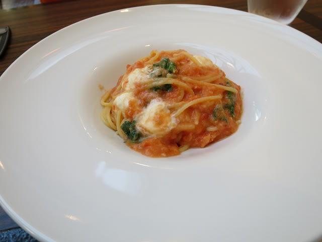 Aランチ(パスタセット)フレッシュトマトとモッツァレラチーズ