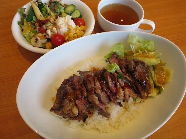 ステーキ丼+ランチサラダバー