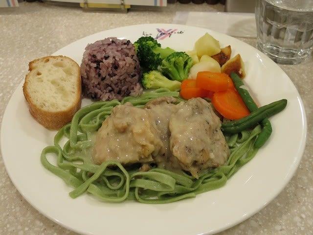 本日の肉料理(鶏のポルチーニクリーム煮)