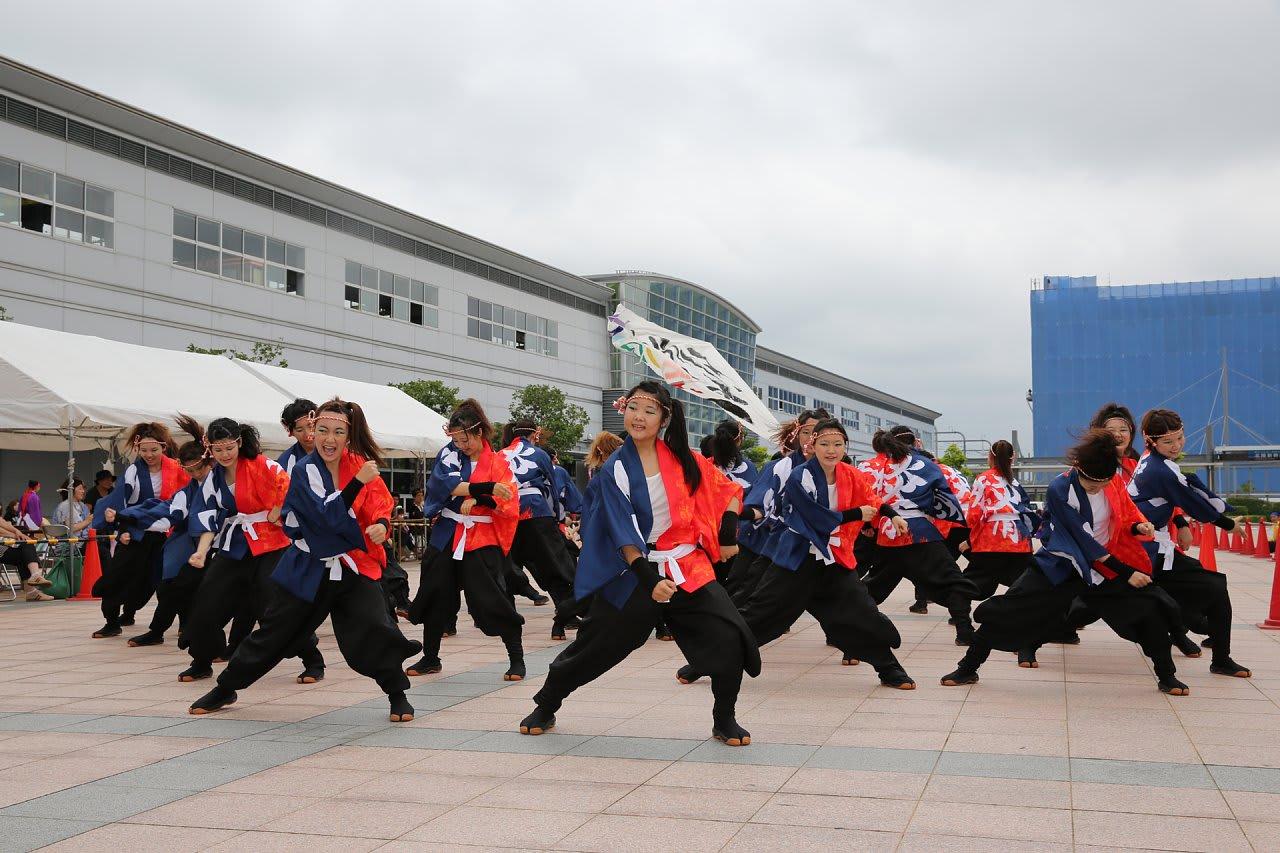 こまつの杜会場 金沢大学 彩~IRODORI~ 集合写真、パレード会場、こまつの杜会場 ...