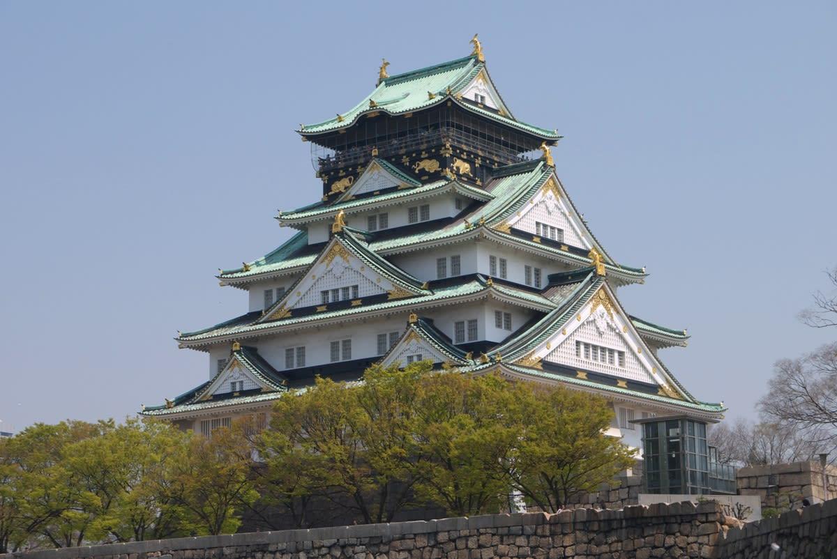 桜満開の大阪城:西の丸庭園と大...