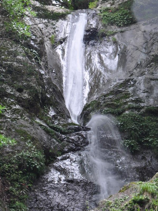 篠原宮の滝上段