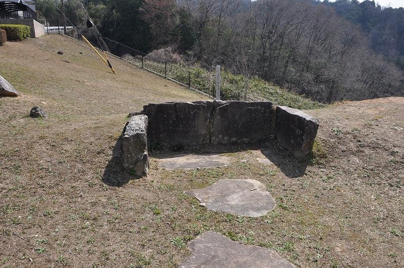 上山13号墳後方石材