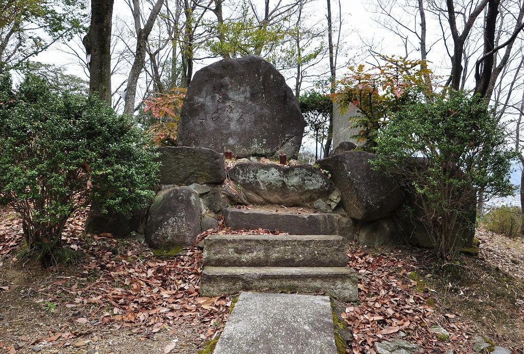 7号墳横の芭蕉句碑