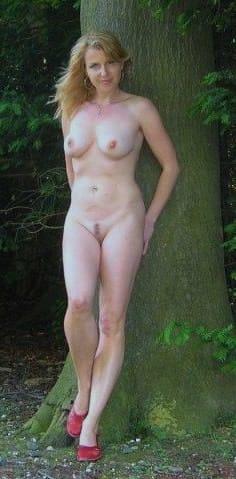 樹木と裸婦