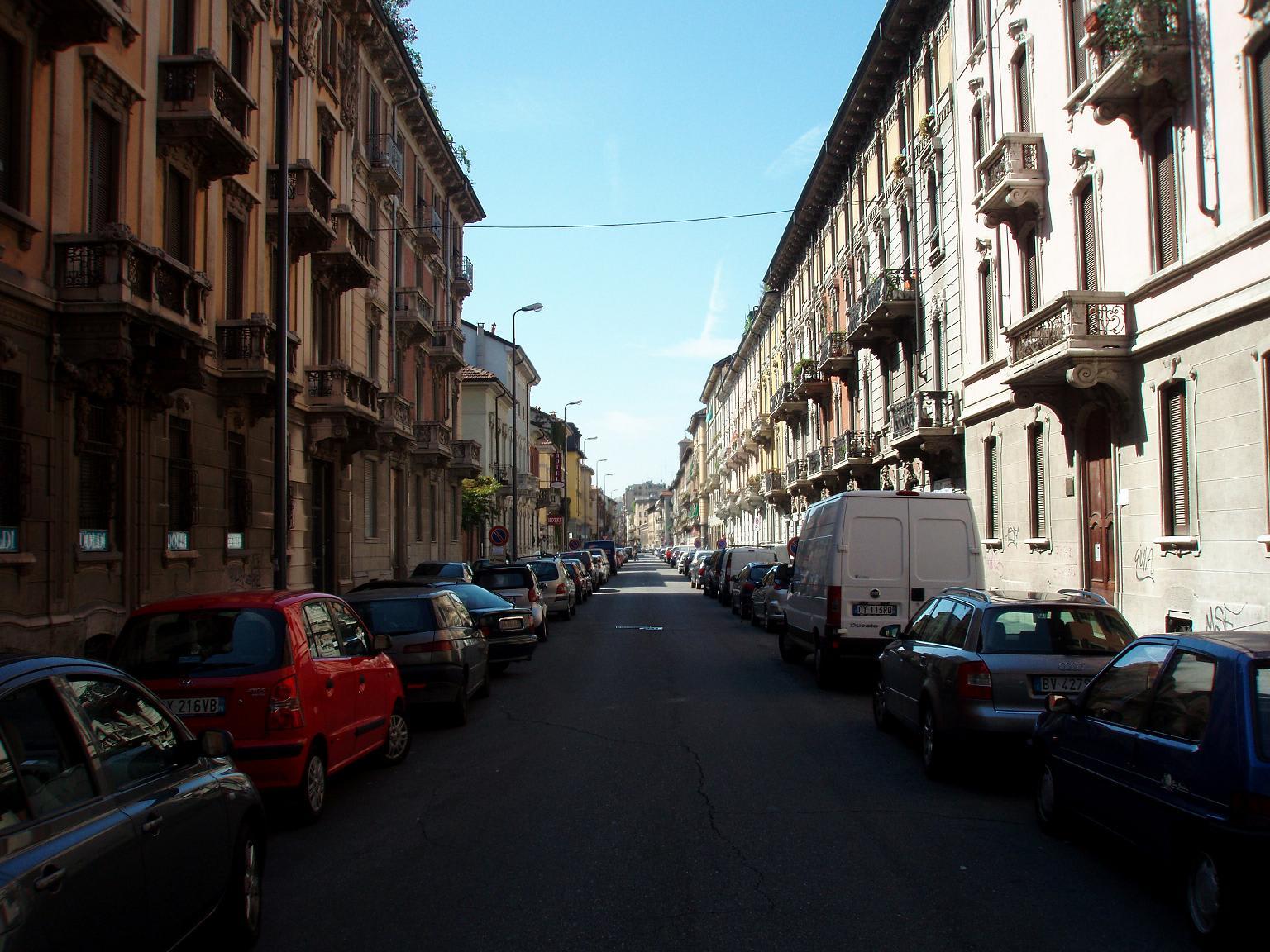 路駐がとても多い。しかも詰める詰める。運転技術が向上しそう。。またマック... 放浪(イタリア)