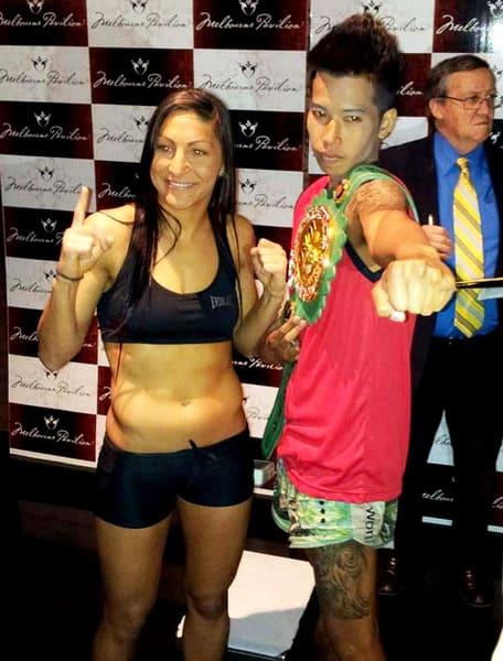 (写真は計量後のスージーQとウサナコーン(右)) WBC女子バンタム級王... (女子ボクシング