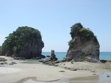 海岸の景勝地「人形岩」