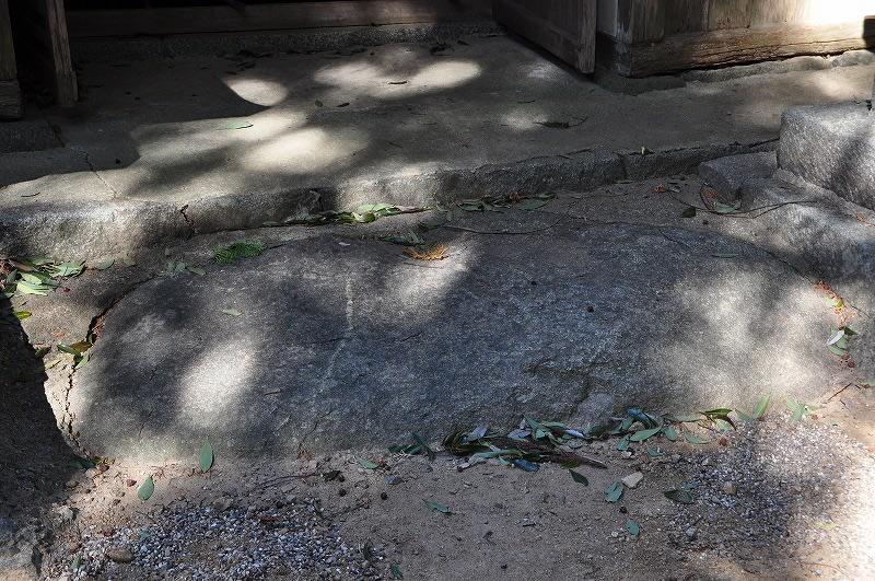 春日神社拝石