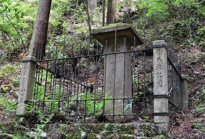 龍門寺の下乗石
