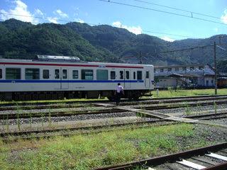 線路を横切りJR糸崎駅へ向かう
