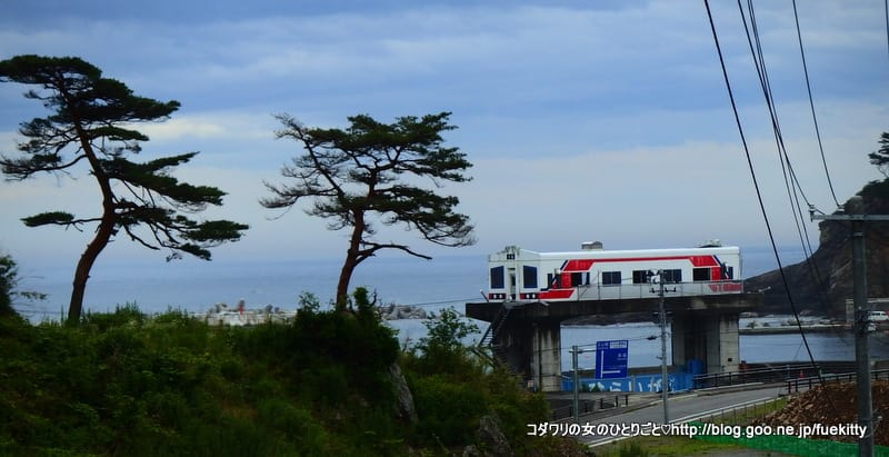 三陸海岸を宮古から北山崎を目指している途中、三陸鉄道の駅に立ち寄りました... あまちゃんのロケ