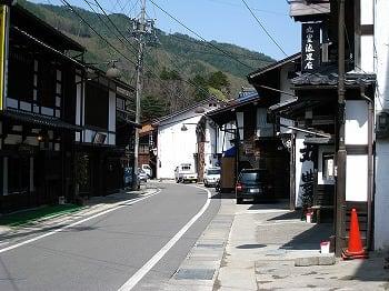 甲信越地方 平沢宿は中山道の正式の宿場ではなく間の宿と呼ばれ正式の宿屋は無い。 漆器で発展した街