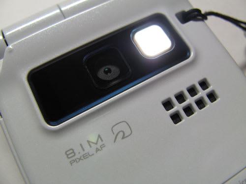 P-01Bの810万画素CMOSカメラ。