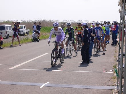 自転車の 埼玉県 自転車競技連盟 : 個人TTのスタート位置です 15秒 ...