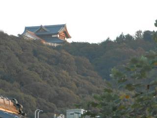 ネコのミモロのJAPAN TRAVEL様より岡崎から眺めた将軍塚青龍殿。