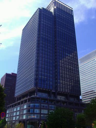 新丸ビル 出入り口部分 略して「新丸ビル」と呼んでいますが正式名称は「新丸の内ビ...