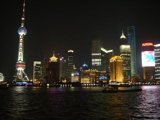 上海の夜景もきれいでした。 上の写真の丸い建物の上にあがって上から...  おでかけ、旅行大好き