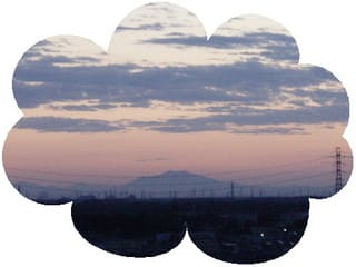 晴れた朝は東の空に「筑波山」が見えます