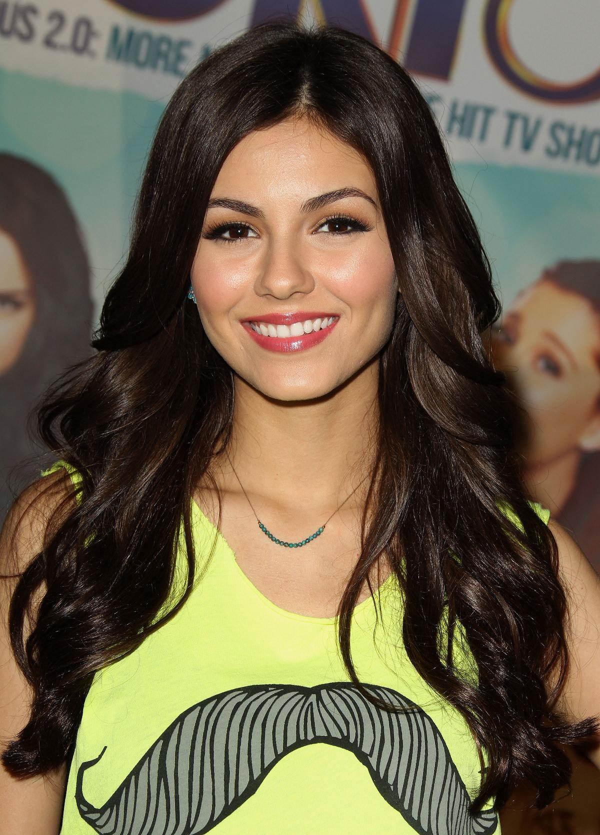 victoria justice victorious soundtrack signing 11 jun