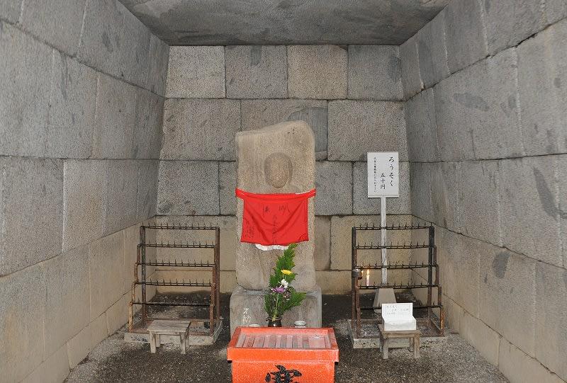 文殊院西古墳石室内