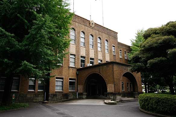 1号館(本館) 大学の歴史は古く、1875年に三菱商船学校として開校し... 東京海洋大学海洋工