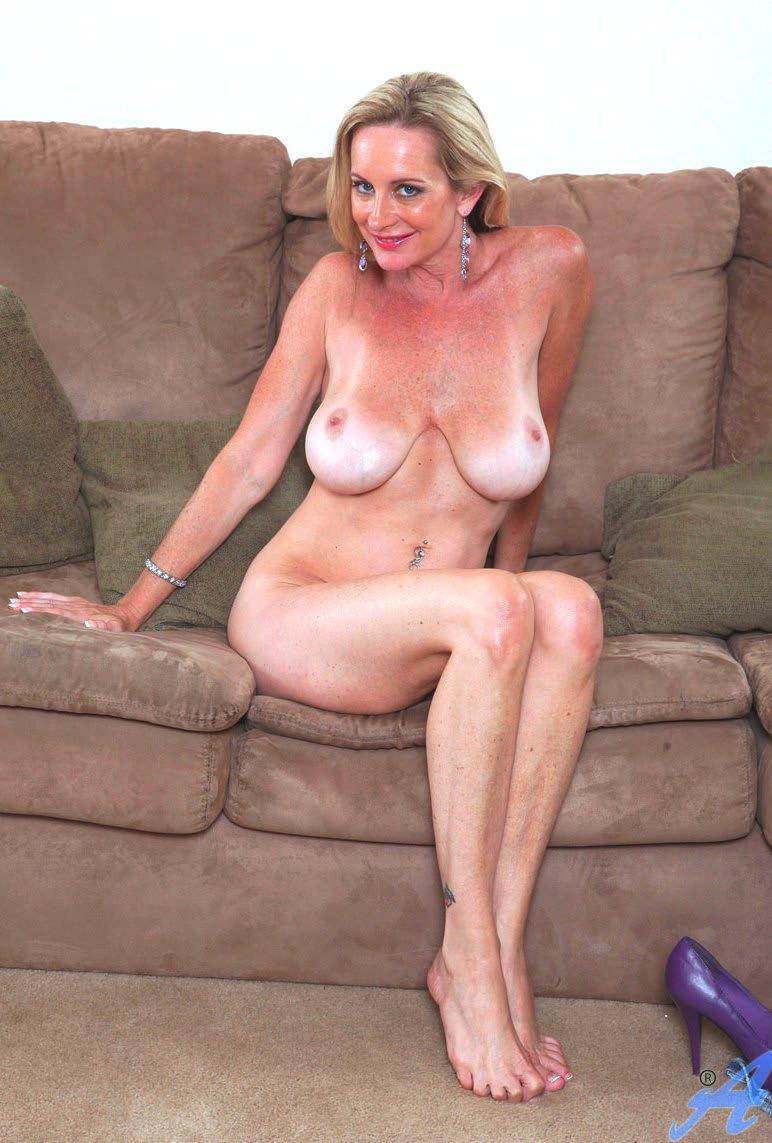 Частное фото зрелых женщин с отвислой грудью 21 фотография