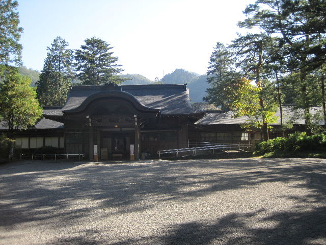 玄関と御車寄 見学した武家屋敷の中でも大名屋敷の形式を整えた熊本の細川刑... 大正天皇御用邸