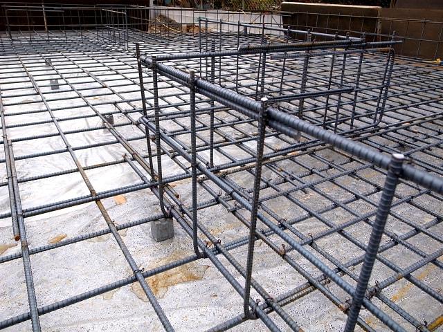 鉄筋 住宅基礎の鉄筋を組んだものです 鉄筋コンクリート強度の仕組みは圧...  imageの家づ