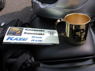 100回記念の黄金マグカップとステッカーも、しっかりゲット!!