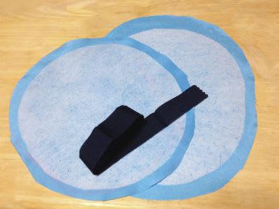 円形と楕円形に断った布を合わせて、中綿入れて膨らませ、クッションにします。