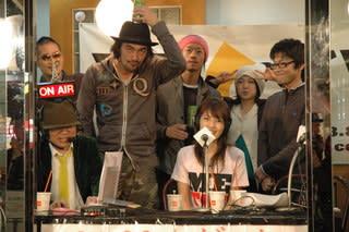 マイクを握ったら放さない、石野敦士。 ラジオでも踊っちゃう、山田茂樹。... ラジオに出ました。