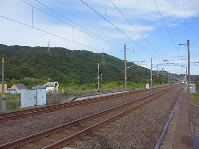 津軽今別駅を通過する特急スーパー白鳥