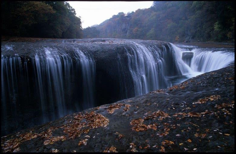 晩秋の吹割滝