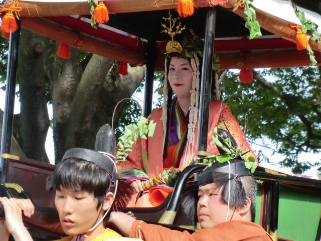 葵祭の風雅な王朝行列のハイライトは、やはり斎王代列(女人列) 十二単の... 京都葵祭 神事