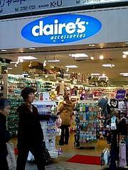 アクセサリーショップ「clair\u0027s」HP http//www.clairesn.co.jp/ チェーン店で、九州のお店で買い物したことがあります。  安くて可愛くて、小さな女の子向けのもの