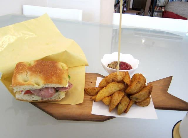 ボリューム満点サンドウィッチ+ポテトフライ