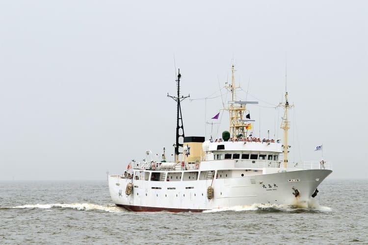 実習船 「 大島丸 」( 東京都立大島海洋国際高等学校 ) 東京湾では... 実習船 「 大島丸