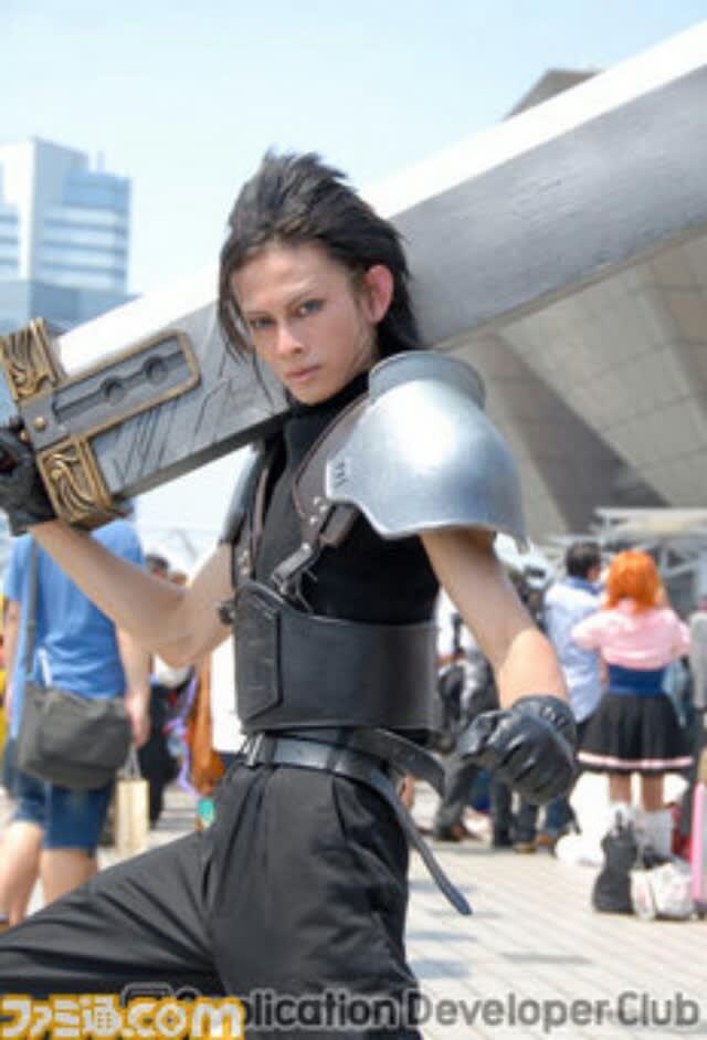 この日は男性を中心に根強い人気がある「艦これ」、女性ファンの多い「刀剣乱舞」というDMMのオンラインゲームの同人サークルが出展。この2ゲームのコスプレが特に