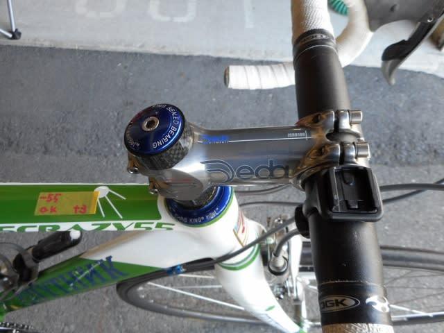自分の自転車のポジション調整を行っています前回のサドルに続き今回はハンドルの高さ調整を行いましょう