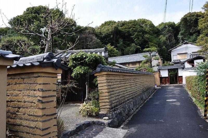 河瀬家住宅表門と土塀
