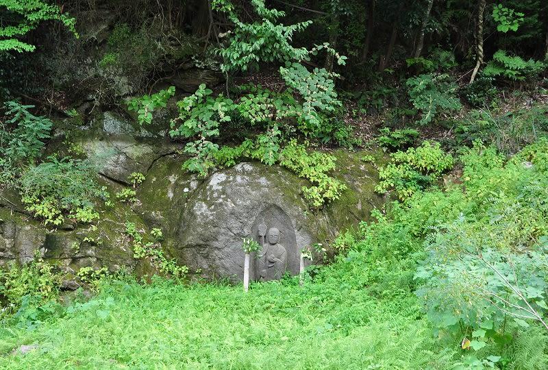 濡れ地蔵魔崖仏