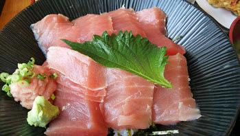 清水港の魚市場で食べたマグロ丼