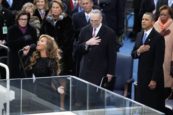 Beyonce_sings_the_national_anthem