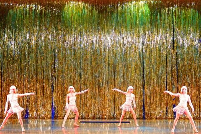 ダンサーとミッキーのダンス  〈ワンマンズ・ドリームⅡ - ファースト・フィナーレ〉  - 都内散歩 散歩と写真