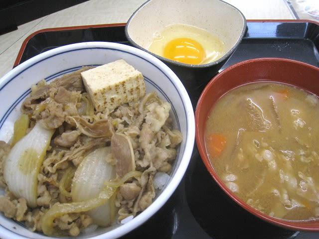 牛鍋丼(並)+玉子+豚汁 480円