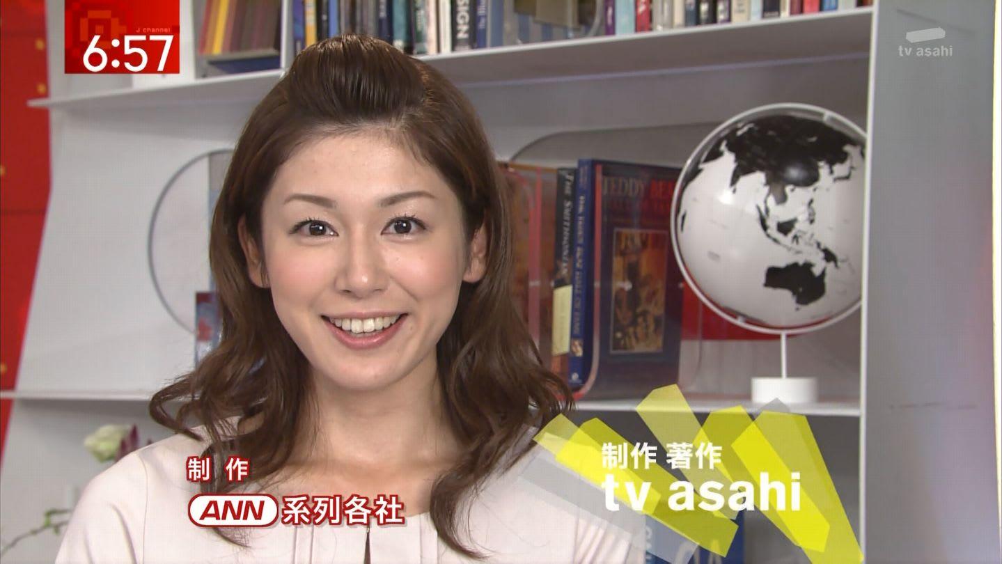 前髪をあげておでこを出した加藤真輝子