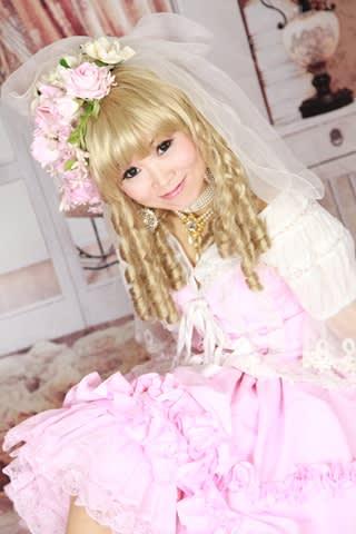 【画像あり】AKB48渡辺麻友の『フランス人形コス …