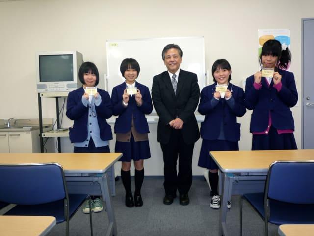 川西緑台高等学校制服画像