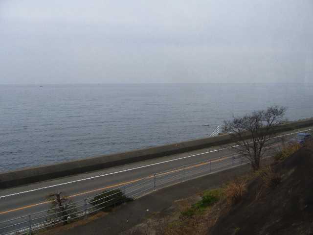 下灘駅から見る海と国道
